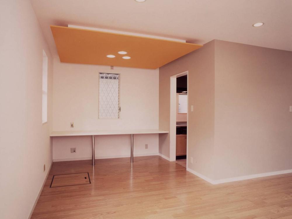 CASE17 吹抜けのある色彩豊かなローコスト住宅